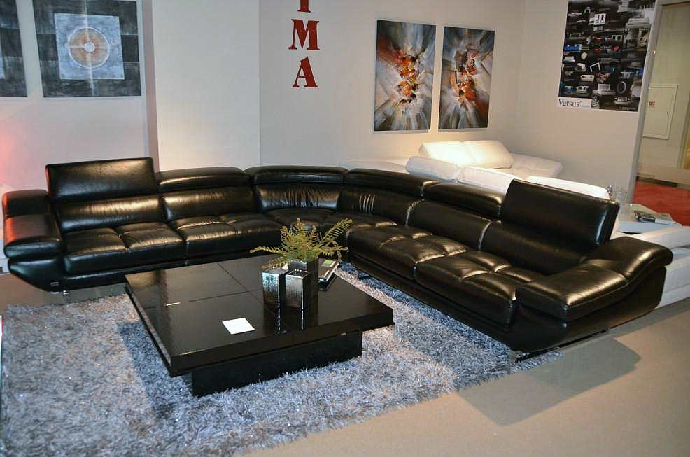 ... VG 77 Black Leather Sectional Sofa