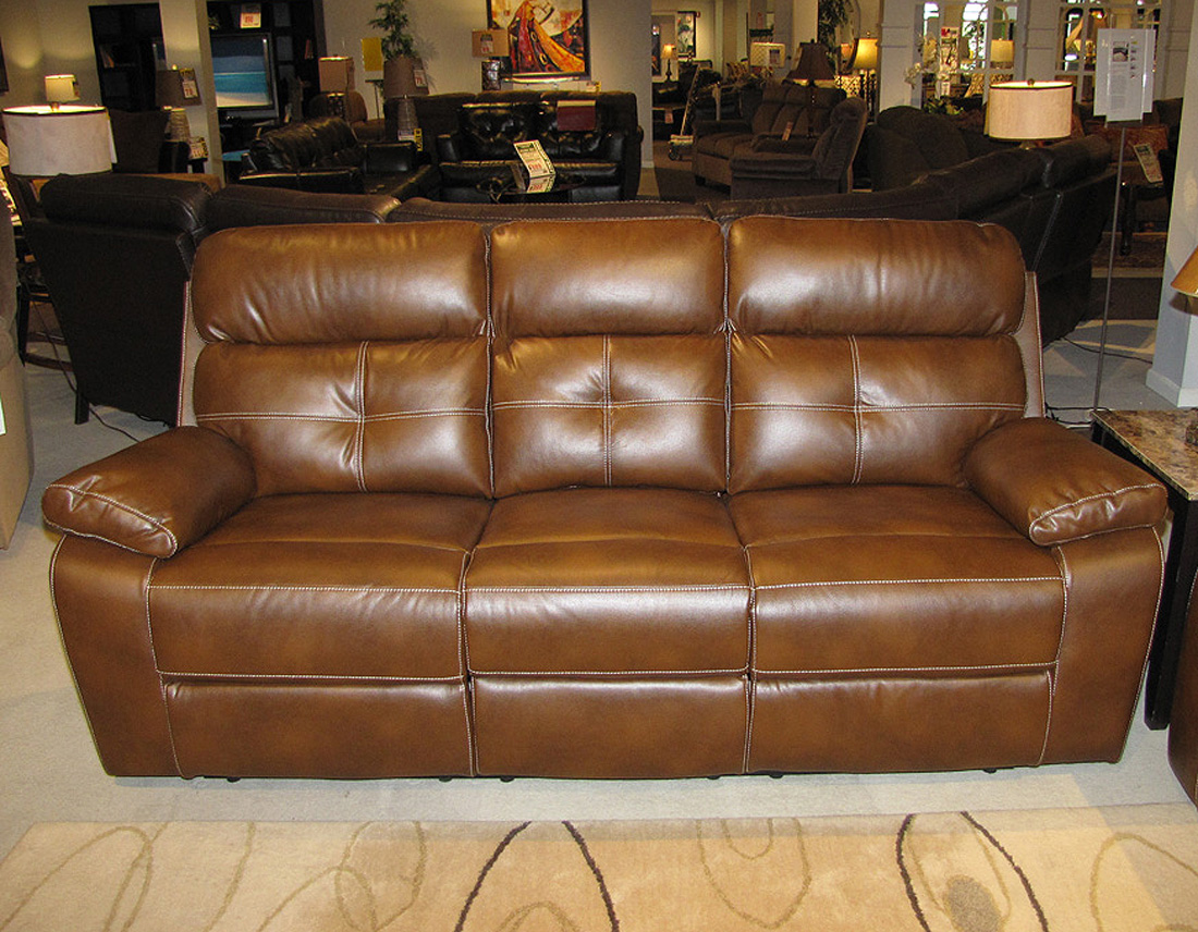 Reclining leather sofa and loveseat set co91 traditional for Traditional leather furniture